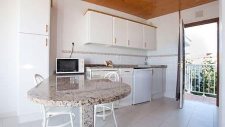 3-estudio-2-personas-sitges-cocina.jpg